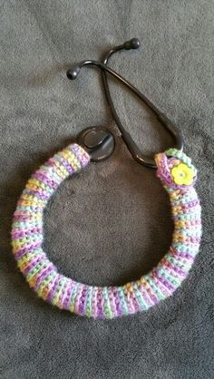 Crocheted Stethoscope Cover Diy Craft Projects, Crochet Projects, Sewing Projects, Craft Ideas, Diy Crafts, Sewing Tips, Sewing Hacks, Nursing Uniforms, Stethoscope Cover