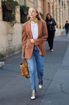 5 Power Accessories That Were All Over Fashion Week's Streets Fashion Week Street Style Accessories You Can Buy Now Fall Fashion Outfits, Star Fashion, Winter Fashion, Paris Fashion, Fashion Fashion, Womens Fashion, Korean Fashion Trends, Latest Fashion For Women, Trendy Fashion