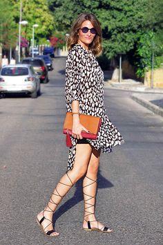 Me encanta el look de ConPasoChic en Wossel. http://www.wossel.com/es/look/542/outfit-conpasochic-vestido-camisero-marron-paramita-sandalias-romanas-negro-francesco-milano-gafas-de-sol-negro-cheapo-bolso-de- #fashion #trendy