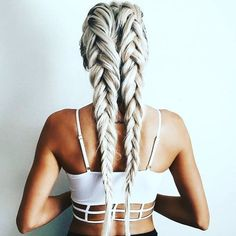 We LOVE these fishtail pigtail braids by @emilyrosehannon. #creativebrushes