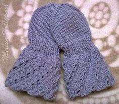 Kauan, kauan sitten eräs mieheni sukulainen toi lapasen malliksi ja halusi, että tutkin lapasen vartta ja ehkä osaan kirjoittaa siitä ohjeen... Knit Mittens, Mitten Gloves, Knitting Socks, Knitted Hats, Knitting Charts, Baby Knitting Patterns, Free Knitting, Wrist Warmers, Hand Warmers