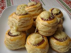 Paprikás krumpli: Kolbászos-sajtos pogácsa Muffin, Appetizers, Cheese, Breakfast, Cake, Food, Kitchen, Morning Coffee, Cooking