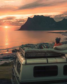 Likes, 246 Comments - Jess Bonde Bus Life, Camper Life, Camper Van, Adventure Awaits, Adventure Travel, Van Vw, Kombi Motorhome, Kombi Home, Van Home