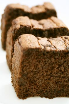 2代目★おから★ショコラ 生おからとココアで作るチョコレートケーキ。薄力粉は入っていません!初代とはほんの・・・チョッと・・・材料が違います(笑) 材料 (パウンド型1個 ) 生おから 100g ココア(無糖) 50g 卵 2個 砂糖 70~80g 豆乳(又は牛乳) 50g 無塩バター 50g Okara Recipes, Diet Recipes, Healthy Recipes, Healthy Sweets, Healthy Snacks, Japanese Sweet, Japanese Food, Homemade Sweets, Banana Bread Recipes