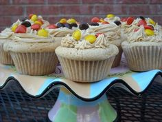 Mommy's Kitchen: Peanut Butter Cupcakes with Peanut Butter Frosting