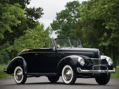 1940 Ford V-8 Deluxe Convertible Coupe