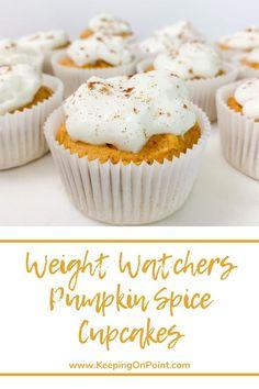 Weight Watchers Pumpkin Spice Cupcakes - these are only 2 points each! Weight Watchers Cupcakes, Weight Watchers Muffins, Weight Watchers Pumpkin, Weight Watchers Diet, Weight Watchers Desserts, Ww Desserts, Fall Desserts, Healthy Desserts, Ww Recipes