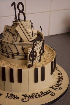 Whit chocolate piano cake!