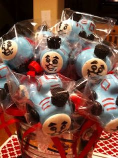 Lollicake Bakeshop: Choo - Chooing to a birthday party. Thomas the train cake pops. Adorable!