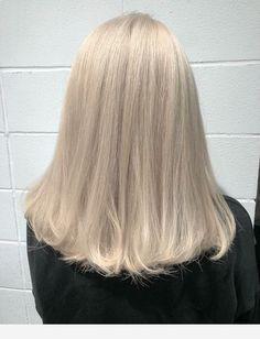 Nice combo, cut and hair color - Cabello Rubio Hair Inspo, Hair Inspiration, Blonde Hair Looks, Perfect Blonde Hair, Bleach Blonde Hair, Ashy Blonde, Corte Y Color, Dye My Hair, Aesthetic Hair