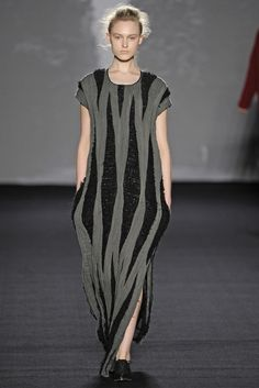 Uma Wang RTW Fall 2014 - Slideshow - Runway, Fashion Week, Fashion Shows, Reviews and Fashion Images - WWD.com