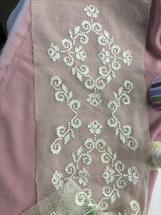 Iğne oyası Needle Lace, Needle And Thread, Filets, Lace Making, Bargello, Cross Stitch Flowers, Filet Crochet, Needlework, Diy And Crafts