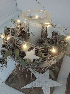 Beautiful lighting that every room is a Christmas story - Weihnachten - Decoration Natural Christmas, Noel Christmas, Christmas Candles, Christmas Centerpieces, Rustic Christmas, Xmas Decorations, Winter Christmas, Christmas Lights, Christmas Wreaths