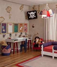 Decoração quarto de menino - tema piratas - -escrivaninha - Pintura na parede por Thais Peres