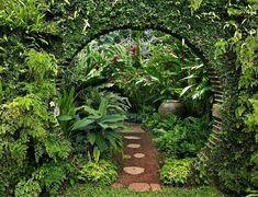 Tropical garden design be equipped modern garden design ideas be equipped garden patio design ideas be equipped small garden landscaping ideas Moon Garden, Diy Garden, Shade Garden, Dream Garden, Garden Art, Garden Tips, Garden Edging, Garden Plants, Courtyard Landscaping