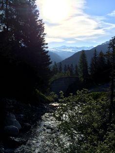 HARRASTUS, VAPAA-AIKA & INTOHIMO: Alpit ja vuorimaisemat. Käyskentely ja nauttiminen vuori-ilmasta. Kuva on Davosista kesäkuulta,