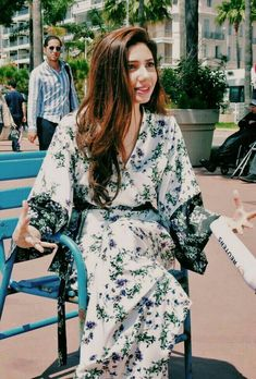 Mahira Khan Mahira Khan Pics, Maira Khan, Girl Fashion, Fashion Outfits, Actress Pics, Pakistan Fashion, Pakistani Suits, Pakistani Actress, Celebs