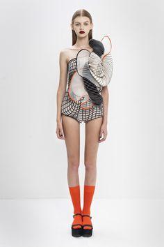 Graduate collection17 Noa Raviv  2015 vêtement impression 3D effet vêtement virtuel sur mannequin réel.
