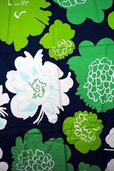 Vintage Marimekko Cotton Floral Fabric by RogueRetro on Etsy Motifs Textiles, Textile Prints, Textile Patterns, Textile Design, Fabric Design, Print Patterns, Lino Prints, Floral Patterns, Block Prints
