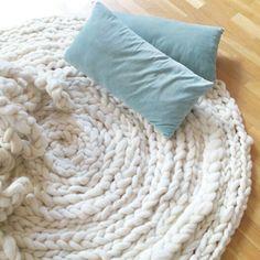 Deseando echar una cabezacita... La siesta del carnero,¿no es eso?  Nos va al pelo, así que...a por ello! #siestadelcarnero #knittingnoodles
