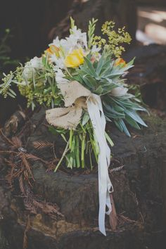 boho bouquet // photo by Evynn LeValley Photography // flowers by Big Sur Flowers // View more: http://ruffledblog.com/bohemian-big-sur-wedding/