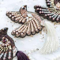 Детали... ... Птички появятся в продаже в понедельник. ... #вышивкабисером #вышитоеколье #вышитаяброшь #брошьптица #брошьизбисера #la_chica_accessories