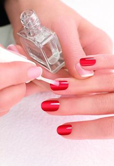 Manicure and pedicure are ways of taking care of your nails. It also serves as a way of giving you nails a fashionable look. Natural Nail Polish, Natural Nails, The Make, How To Make, Caviar Nails, Long Lasting Nail Polish, Us Nails, Beauty Industry, Manicure And Pedicure