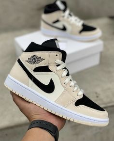 All Nike Shoes, Hype Shoes, Jordan Shoes Girls, Girls Shoes, Cute Sneakers, Shoes Sneakers, Swag Shoes, Aesthetic Shoes, Fresh Shoes