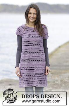 Gehaakte DROPS jurk met kantpatroon en ronde pas, wordt van boven naar beneden gehaakt van Cotton Merino. Maat: S - XXXL. Gratis patronen van DROPS Design.