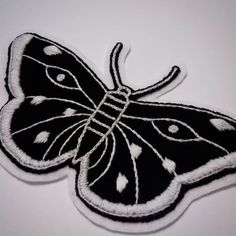 ✳ blackandwhite butterfly ✳ Primeira peça de um projeto exclusivo para fechamento de costas de jaqueta jeans! 💀