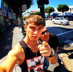 wesley stromberg & william stromberg; emblem3>>>the eyebrow piercing is back. I repeat. THE EYEBROW PIERCING IS BACK!!!!!