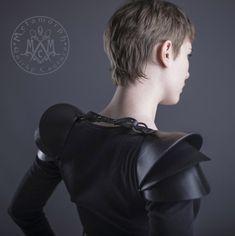 Gerecycled rubber schouder armor / 3D schouder pads door MetamorphQC