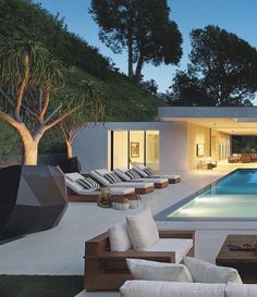 Villa in Beverly Hills ……. Backyard Pool Designs, Dream House Exterior, Modern House Design, Modern Houses, Pool Houses, House Goals, Home Fashion, Exterior Design, Future House
