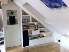 Wohnzimmerregal in Dachschräge Bookcase, Stairs, Loft, Shelves, Bed, Furniture, Home Decor, Attic Bedrooms, Shelf