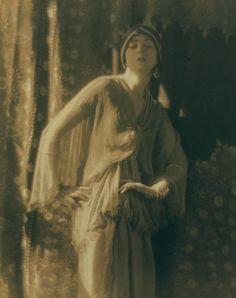 "Ruth St. Denis, ""Ourieda a Romance of the Desert"", 1914  Photographer: Baron  Adolph de Meyer"