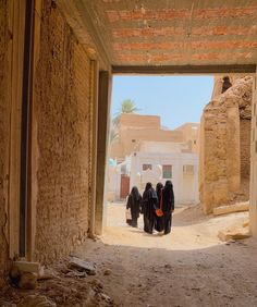 Beautiful Muslim Women, Beautiful Hijab, Beautiful Mosques, Hijabi Girl, Iraq War, Islamic Love Quotes, Islamic Architecture, Niqab, Aesthetic Photo