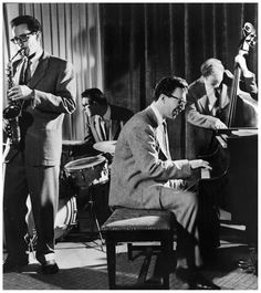The Dave Brubeck Quartet (L-R: saxophonist Paul Desmond - drummer Joe Dodge, pianist Dave Brubeck and bassist Bob Bates) performs a modern jazz number, Jazz Artists, Jazz Musicians, Music Artists, Trombone, Good Music, My Music, Music Life, Dave Brubeck, Amadeus Mozart