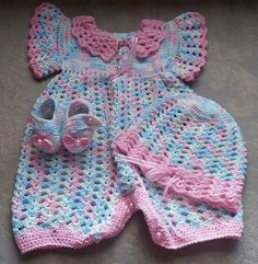 39 Trendy Ideas For Knitting Baby Patterns Girl Doll Clothes Crochet Onesie, Crochet Baby Pants, Crochet Baby Dress Pattern, Crochet Bebe, Baby Girl Crochet, Crochet Doll Clothes, Crochet For Boys, Girl Doll Clothes, Baby Knitting Patterns