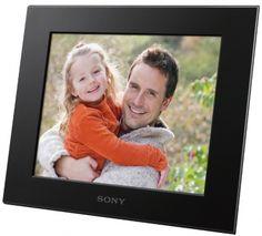 """Sony C800 - Ekran LCD 20,3cm (8"""") SVGA, różne tryby pokazu slajdów, energooszczędny programator, gniazda na karty pamięci ipamięć USB. http://www.sony.pl/product/dpf-simplicity/dpf-c800"""