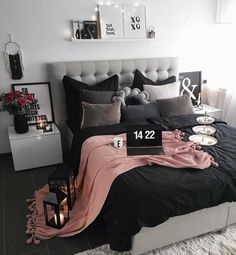 #chicdecor // feminine decor // bedroom decor // room decor // blogger room decor // interior design // fashion decor // fashion room decor