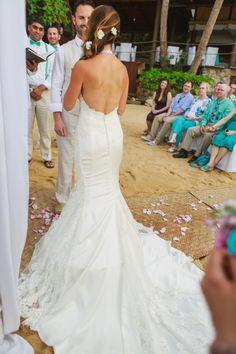 gorgeous wedding dress!! #Beachweddings #destinationweddings #Lascaletas #weddingsinmexico