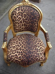 I feel like a leopard printed chair would bring me that much closer to feeling like a true pinup girl. Leopard Chair, Leopard Decor, Zebra Chair, Take A Seat, Home And Deco, My New Room, My Dream Home, Painted Furniture, Dark Furniture