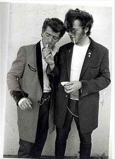 Teddy boys in the UK-late to These boys were a part of subculture that like to dress similar to dandies from the Edwardian period. [Teddy was slang for Edwardian] Teddy Boys, Teddy Girl, Teddy Boy Style, Teddy Boy Hair, Estilo Dandy, Estilo Pin Up, Boy Fashion, Mens Fashion, Fashion Outfits