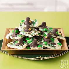 Patrick's Day with this fun Leprechaun bark dessert recipe. Mini Leprechaun hats make the cutest topper we've ever seen. Basic Cupcake Recipe, Cupcake Recipes, Dessert Recipes, Desserts, Baking Recipes, Chocolate Candy Melts, Chocolate Flavors, Chocolate Bark, White Chocolate