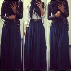 Blanche Gilet, Bleu Foulard, Noire Ceinture, Ceinture Marron, Look Bohême, Marine Jupe, Hijab Longue, Jupes Longues, Tenues Hijab