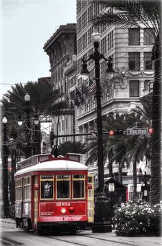 Trolley On Bourbon And Canal, New Orleans, La. We don't call it a trolley - it's a streetcar! Alaska, Mississippi, Places To Travel, Places To See, Wonderful Places, Beautiful Places, Tennessee, Puerto Rico, Voyage Usa