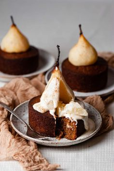 dessert recipes Mini Poached Pear Cardamom Cakes are full of spice, topped with cinnamon and white wine poached pears, with a pour of Maple Cream Sauce. Fall Desserts, Just Desserts, Delicious Desserts, French Desserts, Gourmet Desserts, Unique Desserts, Beautiful Desserts, Gourmet Foods, Healthy Recipes