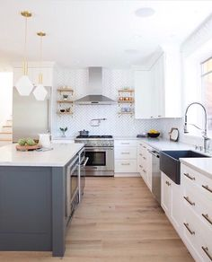 Getting The Best Timeless Kitchen Design Inspiration 33 Cozy Kitchen, Home Decor Kitchen, Home Kitchens, Kitchen Ideas, Best Kitchen, U Shape Kitchen, Kitchen Island, Craftsman Kitchen, Modern Craftsman