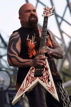 A concert pic of Kerry King, Slayer Amnéville, France Kerry King Slayer, Reign In Blood, Dimebag Darrell, King Photography, Best Guitarist, Heavy Rock, Famous Musicians, Power Metal, Heavy Metal Music
