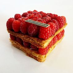 Raspberry millefeuille #pastry #pastryart #chef #delecious #amazing #yummy #raspberry #chefstalk #chefsroll #foudepatisserie #dessertsmasters #foodphotography #foodart #foodlover #magic #beauté #patisserie #arttherapy #armenia #yerevan